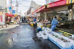 HAKODATE, GIAPPONE - 20 luglio il commerciante giapponese è nel marke di mattina Fotografia Stock Libera da Diritti