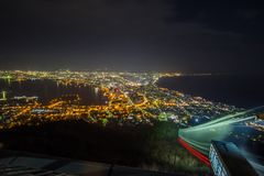 Hakodate, Hokkaido, Japan op 28,2018 April: Zet Ropeway van Hakodate en spectaculaire meningen van de stad van Hakodate op Één va Stock Afbeeldingen