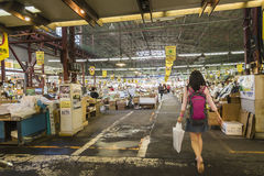 HAKODATE, JAPON - 20 juillet la promenade de touristes dans le matin lancent sur le marché en juillet Photo stock