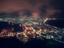Hakodate stadssikt uppifrån av berget Hakodate på natten, Hokkaido, Japan Arkivfoto