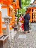 HAKONE JAPAN - JULI 02, 2017: Härlig sikt av röda Tori Gate på den Fushimi Inari relikskrin i Kyoto, Japan Fotografering för Bildbyråer