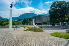 HAKONE JAPAN - JULI 02, 2017: Härligt område med en fyrkant Hakone det frilufts- museet eller Hakonen Chokoku ingen Mori royaltyfri bild