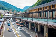 HAKONE JAPAN - JULI 02, 2017: Hakone-Yumoto station som tjänar som som tillträdespunkten in i den Hakone bergsemesterorten Arkivfoton
