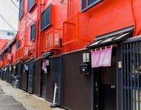HAKONE, JAPAN - 2. JULI 2017: Neue und schöne rote Wohnungen in Hakone Lizenzfreies Stockfoto