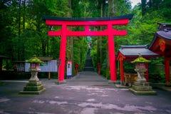 HAKONE JAPAN - JULI 02, 2017: Röda Tori Gate på den Fushimi Inari relikskrin i Kyoto, Japan Royaltyfria Bilder