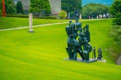 HAKONE, JAPAN - JULI 02, 2017: S het zwarte beeldhouwwerk binnen in openlucht bij het Openluchtmuseum van Hakone is het populaire Stock Foto