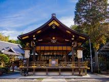 HAKONE JAPAN - JULI 02, 2017: Scenisk sikt av härligt av Sakura i majestätiska Kiyomizu-dera, en berömd buddistisk tempel in Royaltyfria Bilder