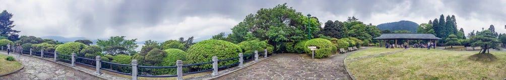 HAKONE, JAPAN - 25. MAI 2016: Touristen in einem Stadtpark Hakone ist Lizenzfreie Stockfotografie