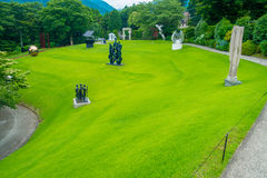 HAKONE JAPONIA, LIPIEC, - 02, 2017: Na otwartym powietrzu Hakone Chokoku lub Żadny Mori Bijutsukan jesteśmy popularnym muzeum Obrazy Stock