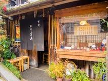 HAKONE JAPONIA, LIPIEC, - 02, 2017: Starzy domy lokalizować w miasteczku Kyoto Obraz Royalty Free