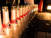 HAKONE JAPONIA, LIPIEC, - 02, 2017: Zamyka up botlles z opisem kawiarnia de Paris w majcherach acomodated w a Obrazy Royalty Free