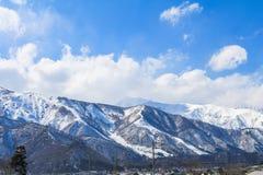 Hakuba bergskedja i vintern med snö på berget Royaltyfri Bild