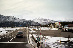 Hakuba-Gebirgszug und Stadtfrüher Winter Lizenzfreies Stockfoto
