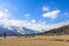 Hakubabergketen in de winter met sneeuw op de berg Stock Afbeelding