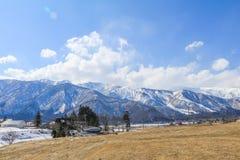 Hakubabergketen in de winter met sneeuw op de berg Stock Afbeeldingen