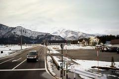 Hakubabergketen en stad de vroege winter Royalty-vrije Stock Foto