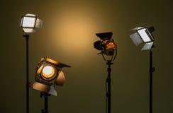 Halógeno y luces llevadas Proyectores con las lentes de Fresnel Imagenes de archivo