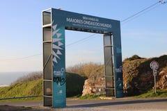 Hal die tot de vuurtoren van Nazaré - Portugal leiden royalty-vrije stock afbeelding
