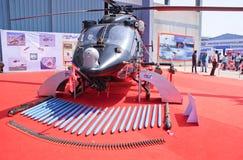 HAL Rudra, la versione militarizzata di un ALH, con il suo armamento Immagini Stock Libere da Diritti