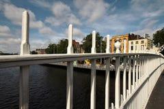 Hala centu most na rzecznym Liffey w Dublin Zdjęcie Royalty Free