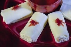 Halawa Jubon,与奶油色阿拉伯甜点的乳酪赖买丹月和Eid的 免版税库存照片