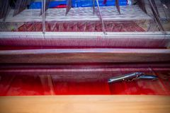 Halb fertiger Benarashi Sari Red und Gold Lizenzfreies Stockfoto