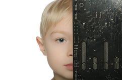 Halb geschlossenes Motherboard des kleinen Jungen Lizenzfreie Stockfotos
