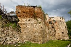Halb-ruiniertes Sieniawski-Schloss 1534-jährig in Berezhany Lizenzfreie Stockbilder