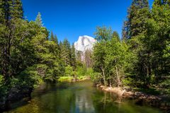 Halbe Haube in Yosemite-Park, Kalifornien stockfotos