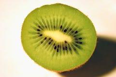 Halbe Kiwi Lizenzfreies Stockfoto