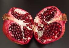 Halbe Schnittgranatapfelfrucht Stockfotografie