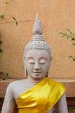 Halbe Stein-Buddha-Statue lizenzfreie stockfotografie