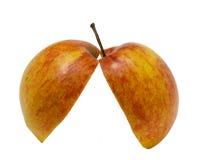 Halber Apfel zwei auf weißem Hintergrund. Stockbild