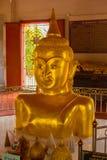 Halber Körperbuddha-wat chalong Tempel Phuket lizenzfreie stockbilder