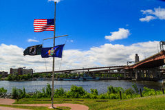 Halber Mast der amerikanischen Flagge für Orlando-Schießenopfer lizenzfreie stockfotografie