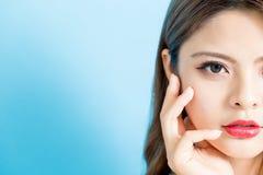 Halbes Gesicht der Schönheitsfrau lizenzfreie stockbilder