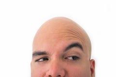 Halbes Gesicht des kahlen Mannes im weißen Hintergrund Stockfoto