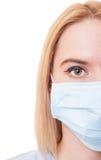 Halbes Gesicht einer Ärztin auf weißem Hintergrund Lizenzfreies Stockfoto