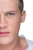 Halbes Gesichts-Porträt des hübschen jungen Mannes Stockbilder