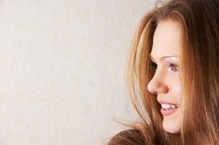 Halbes Gesichtsportrait des schönen Mädchens Lizenzfreies Stockfoto