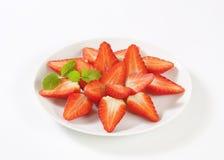 Halbierte Erdbeeren Stockfotos