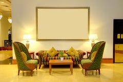 Halbinnenland van het luxehotel in nachtverlichting Stock Foto