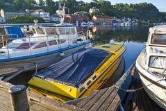 halden tidigt morgonkajspeedboaten Royaltyfri Fotografi