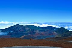 HaleakalÄ  Mountain View boven de wolken stock foto