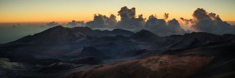 Haleakala soluppgång i Maui Hawaii panorama Arkivfoto