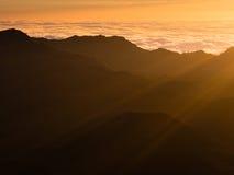 Haleakala vulkanisk krater på soluppgång Arkivfoton