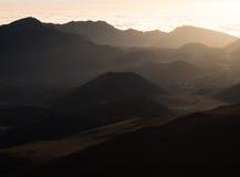 Haleakala vulkanisk krater på soluppgång Fotografering för Bildbyråer