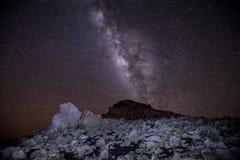 Haleakalamelkweg en sterren stock afbeeldingen