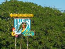 HALEIWA, DIE VEREINIGTEN STAATEN VON AMERIKA - 12. JANUAR 2015: das haleiwa Zeichen auf dem Nordufer von Oahu lizenzfreie stockbilder
