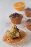 Half gegeten muffin Zeer vochtig en teder Royalty-vrije Stock Foto's